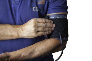 なぜ寝不足で血圧が上がるのか?血圧を下げる方法とは?
