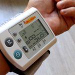 寝不足で血圧が高くなるって本当?!血圧を下げる方法とは?