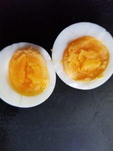 電子レンジでゆで卵を加熱する時間はどれくらい?